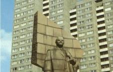 The Leninplatz statue before 1992.