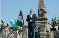 Victor Ponta speaks before the Szekler and Hungarian flags in Nyergestető, Hargita county. Photo: Levente Vargyasi.