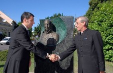 Chancellor Minister Mr. János Lázár (left) inaugurated the statue of fascist WWII criminal Albert Wass in Hódmezővásárhely.
