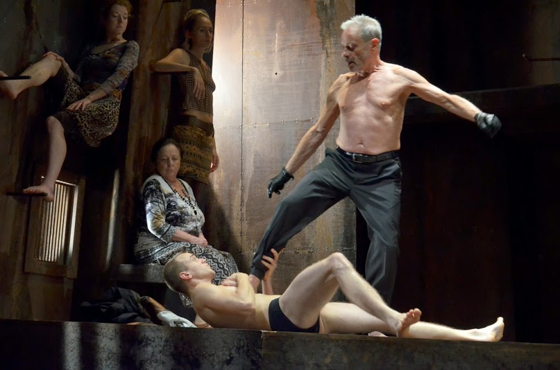 The 2014 production of Orestes at Budapest's Radnóti Theatre. Photo: Bea Gergely.