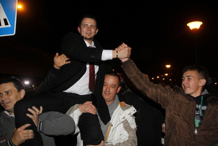 Dávid Janiczak is carried to city hall. Photo: MTI.