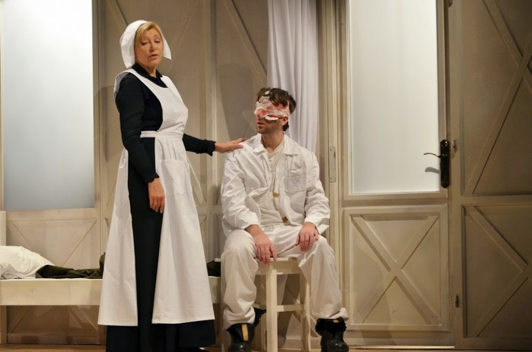 The production of Doktornők (Female Doctors) at the Ida Turai Theatre in November/December 2014. Photo: Beatrix Gergely.