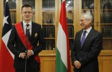 Hungarian Minister of Foreign Affairs Péter Szijjártó (left) with Chilean counterpart Heraldo Muñoz (right). Photo: Francisco Leon Puga.