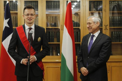 Hungarian Minister of Foreign Affairs Péter Szijjártó (left) with Chilean counterpart Heraldo Muñoz (right). Photo: Francisco Leon Puga.