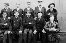 Hungarian immigrants in Québec in the 1920s, before heading west, to the prairies. Source: Department of the Interior photographic records / Collections Canada.