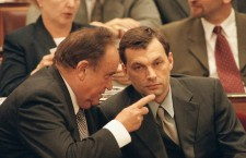 Mr. Torgyán (left) chatting  with a much younger Mr. Orbán (right), about 15 years ago.