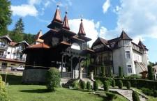 A wooden Orthodox church and historic villas in Szovátafürdő/Băile Sovata. Photo: Christopher Adam.