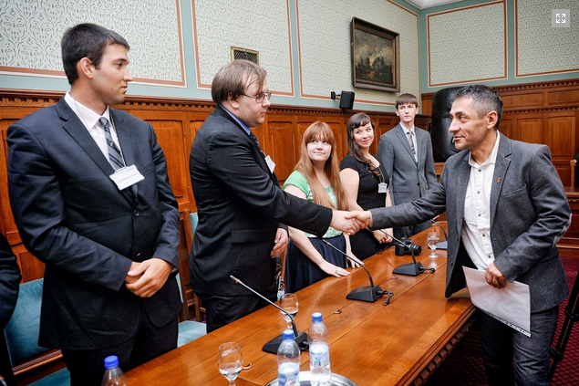 Birthright participants meet with Fidesz State Secretary Árpád Potápi. Photo: Birthright.
