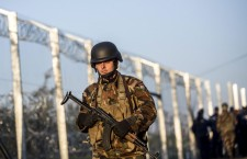 Armed Hungarian soldiers on the border with Serbia, in Röszke, on September 14th. Photo:Balázs Mohai / MTI.