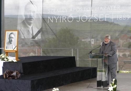 Mr. Szőcs praising Hungarian fascist József Nyirő.