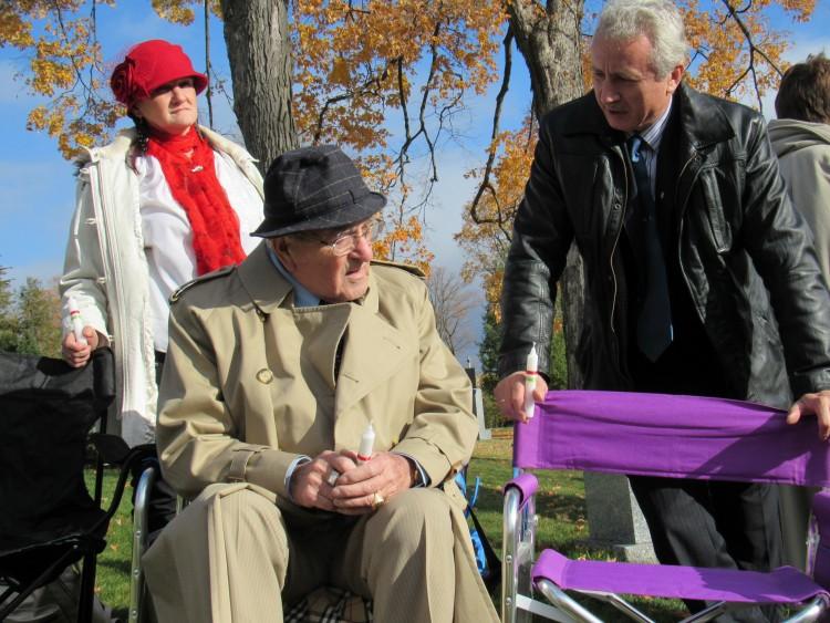 György Takács talking with Kálmán Tóth and Rózsa Tóth. Photo: C. Adam