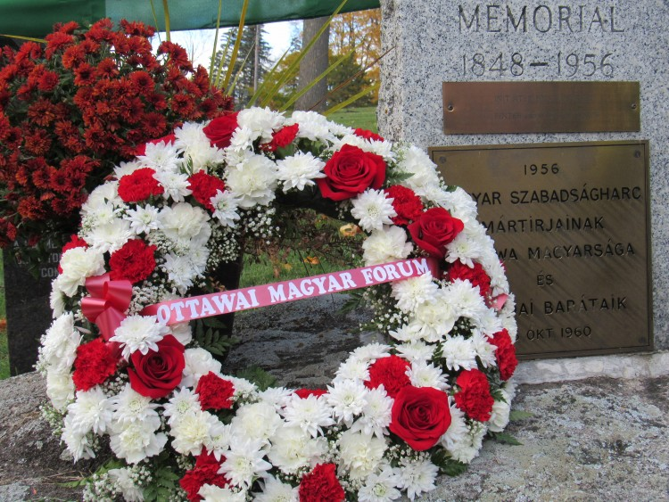 The Ottawa Hungarian Forum's wreath. Photo: C. Adam.
