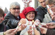 Lighting candles. Left to right: Áron Gábor, Rózsa Tóth, Bálint Mészáros and Judit Petényi. Photo: C. Adam.