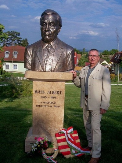 Mr. Turcsány and the Albert Wass statue in Pomáz, Hungary.  In a letter to Turcsány Mr. Viktor Orbán warmly praised Wass and the statue in 2009.