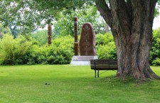 A monument commemorating the 1956 Revolution and refugee crisis, as well as Canada's decision to accept 38,000 Hungarian refugees, on Maple Island, in Ottawa. Photo: ottmem.blogspot.com