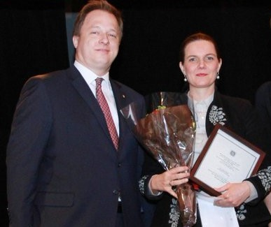 New York Hungarian House director Ms. Ildikó Nagy is acknowledged by Hungarian Consul Mr. Kumin.
