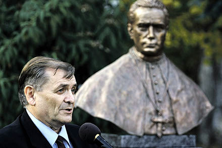 Fidesz politician Sándor Lezsák unveils a bust to anti-Semitic bishop Ottokár Prohászka.