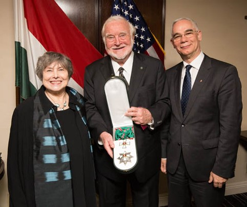 Professor Csikszentmihályi (middle) with his wife receiving the Grand Cross of the Order of Merit from Mr. Zoltán Balog, Hungary's Minister of Human Resources.