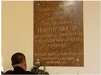 Plaque to Horthy on the wall of the Reformed College in Debrecen.