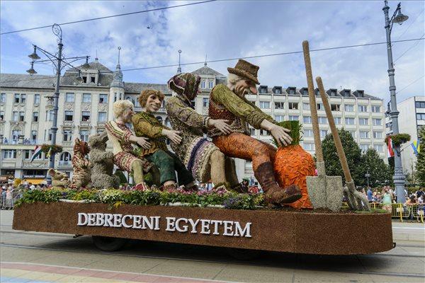 Debrecen University float.