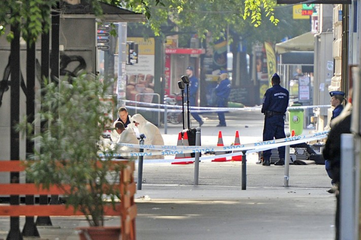 The scene of the explosion in Budapest, with investigators and police Sunday morning.  Photo: Péter Lakatos/MTI.