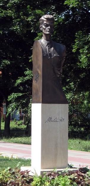 Maléter statue, Tököl, Hungary