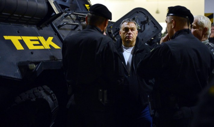 Viktor Orbán with TEK officers during the simulated terrorist attack in Budapest.
