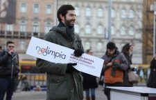 András Fekete-Győr of Momentum, collecting signatures in Budapest. Photo: MTI.