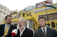 Mr. Gorka (left) appeared Mr. Tamás Molnár (middle), vice-chairman of the Jobbik party and Mr. László Grespik far-right activist at a press conference in 2006 at the Corvin movie theatre, Budapest.