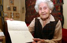 Elza Brandeisz with a letter from George Soros on her 100th birthday