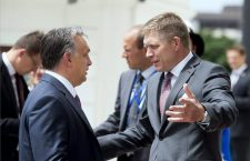 Viktor Orbán (left) with Robert Fico (right). Photo: Szilárd Koszticsák / MTI