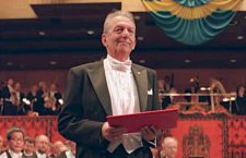 Oláh accepting the Nobel Prize.