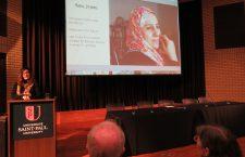 Amina Jalabi presenting photography pertaining to refugees. Photo: C. Adam.