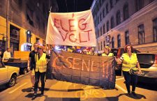 """Hungarian march in the party district with a banner that reads: """"Enough. Silence."""" Photo: Népszava."""
