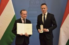 Fournier received the award from Foreign Minister Péter Szijjártó.