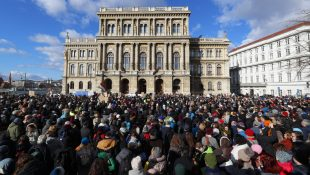 Protesters at the historic building of the Hungarian Academy of Sciences.