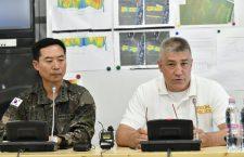 Song Shun-keun of Korean response team (left) and János Hajdu Hungary's Counter-Terrorism Center (TEK)