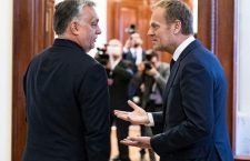 Viktor Orbán and Donald Tusk (left) - tense relations.